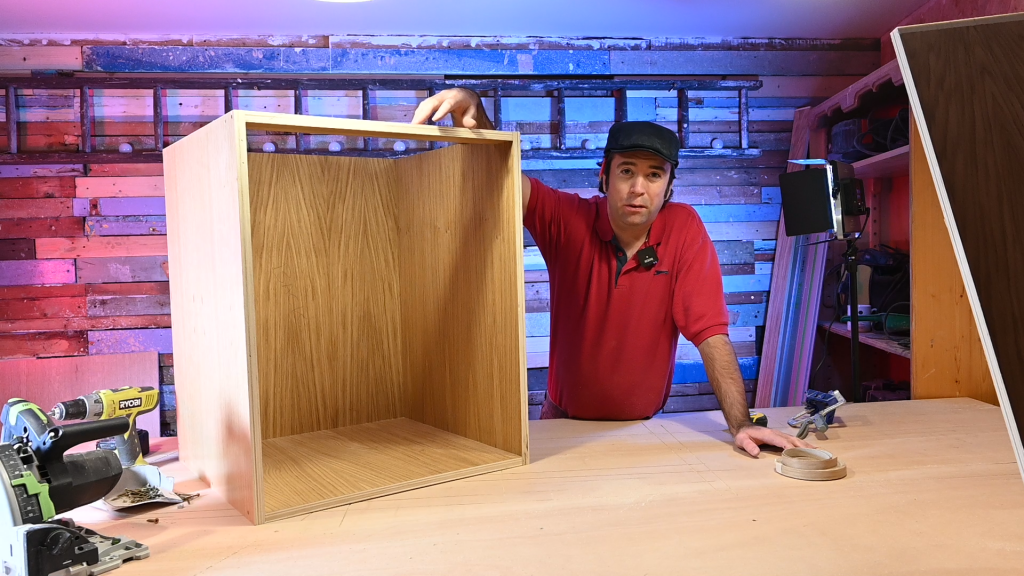 How to make a kitchen cabinet out of Plywood?